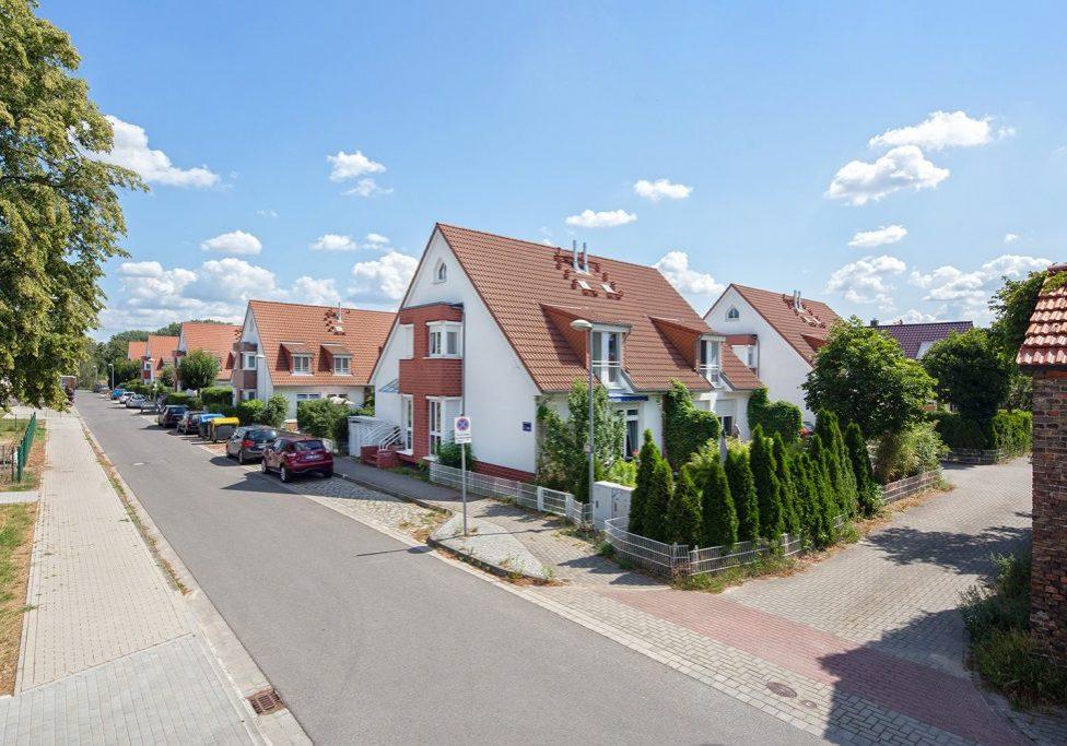 14624 DALLGOW-DÖBERITZ<br> Am Reitplatz 1-32<br> 32 WOHNEINHEITEN